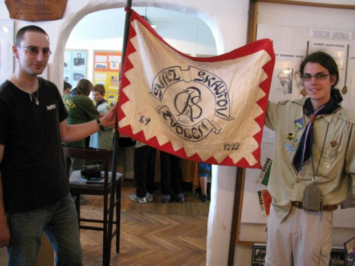 nejstarsi-skautska-vlajka-na-slovensku