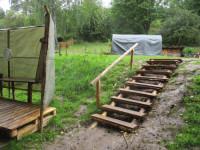 17.Skauti vybudovali nové schody k potoku